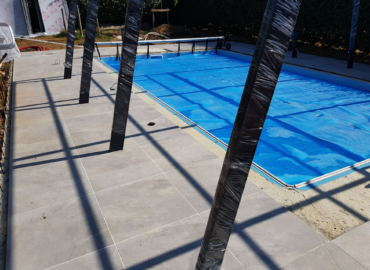 Terrasse de piscine en grès cérame